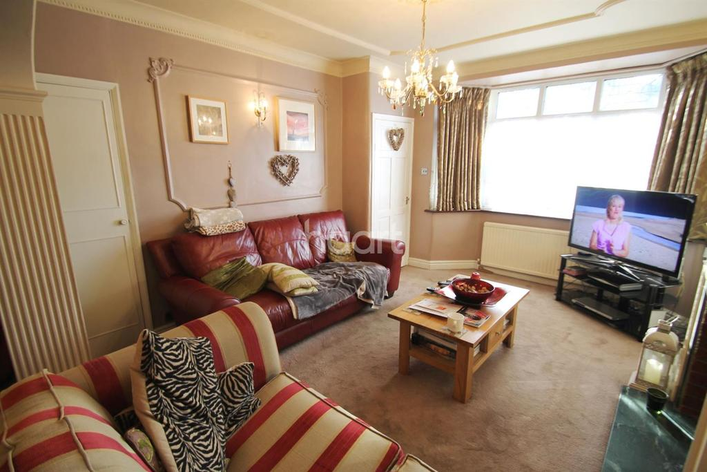 4 Bedrooms Terraced House for sale in Larmans Road, Enfield