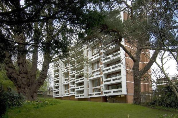 2 Bedrooms Flat for sale in Southwood Lawn Road, Highgate Village, London, N6
