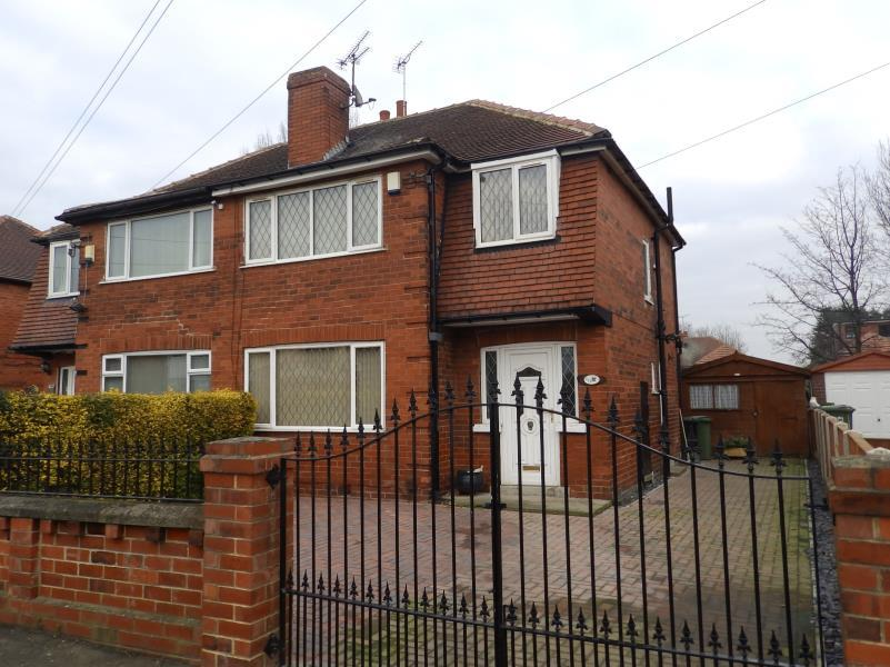 3 Bedrooms Semi Detached House for sale in GIPTON WOOD ROAD, LEEDS, LS8 3AQ