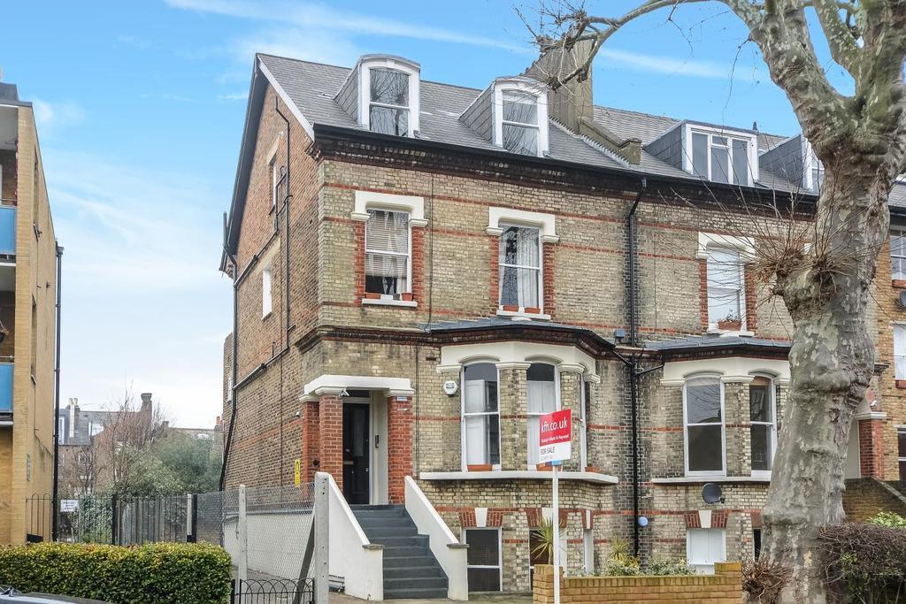 1 Bedroom Flat for sale in St. James Terrace, Boundaries Road, Balham, SW12