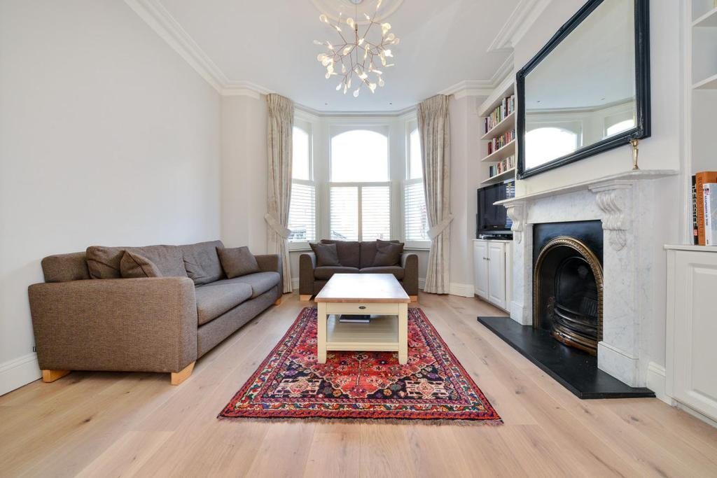 3 Bedrooms Flat for sale in Beauchamp Road, Battersea, SW11