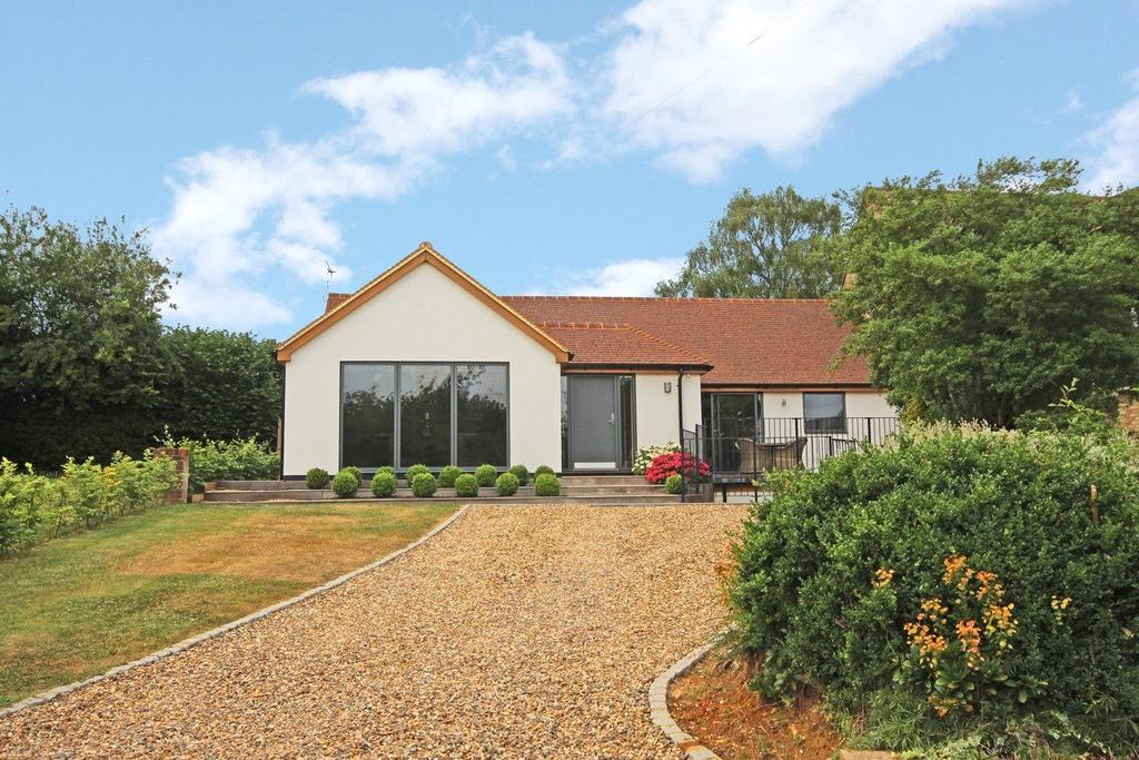 3 Bedrooms Bungalow for sale in Church Road, Studham, Bedfordshire