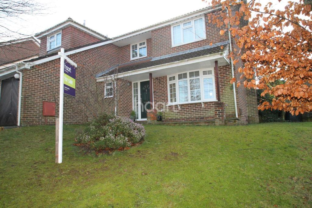 4 Bedrooms Detached House for sale in Eskdale Close, Clanfield, Hampshire