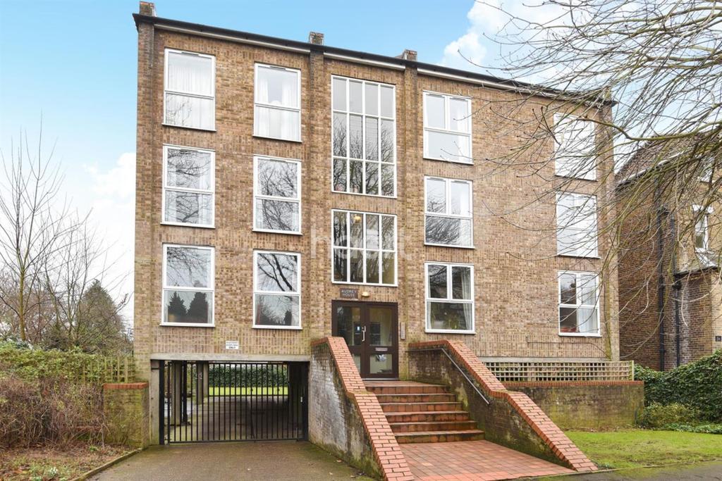 1 Bedroom Flat for sale in Avington Grove, Penge, SE20