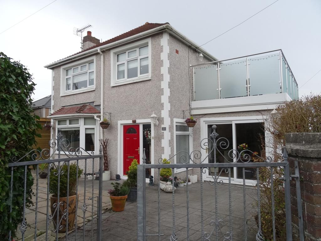 3 Bedrooms Detached House for sale in NICHOLLS AVENUE, PORTHCAWL, CF36 5LL