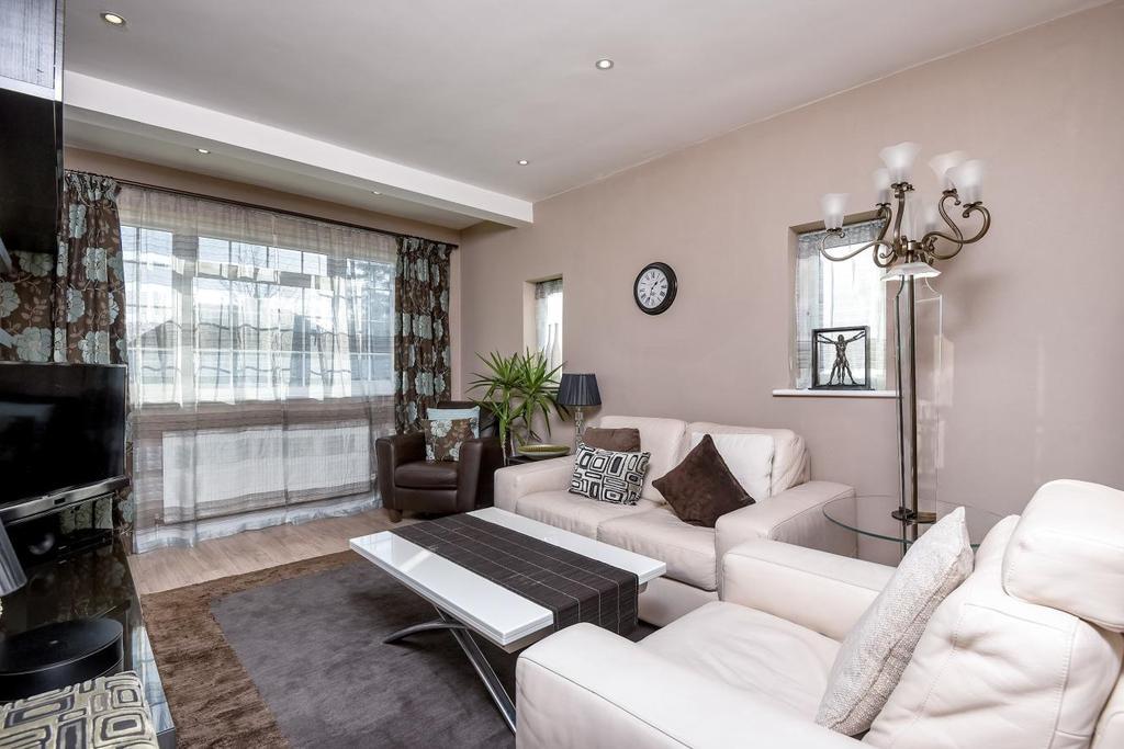 2 Bedrooms Maisonette Flat for sale in Dorchester Court, Southgate, N14