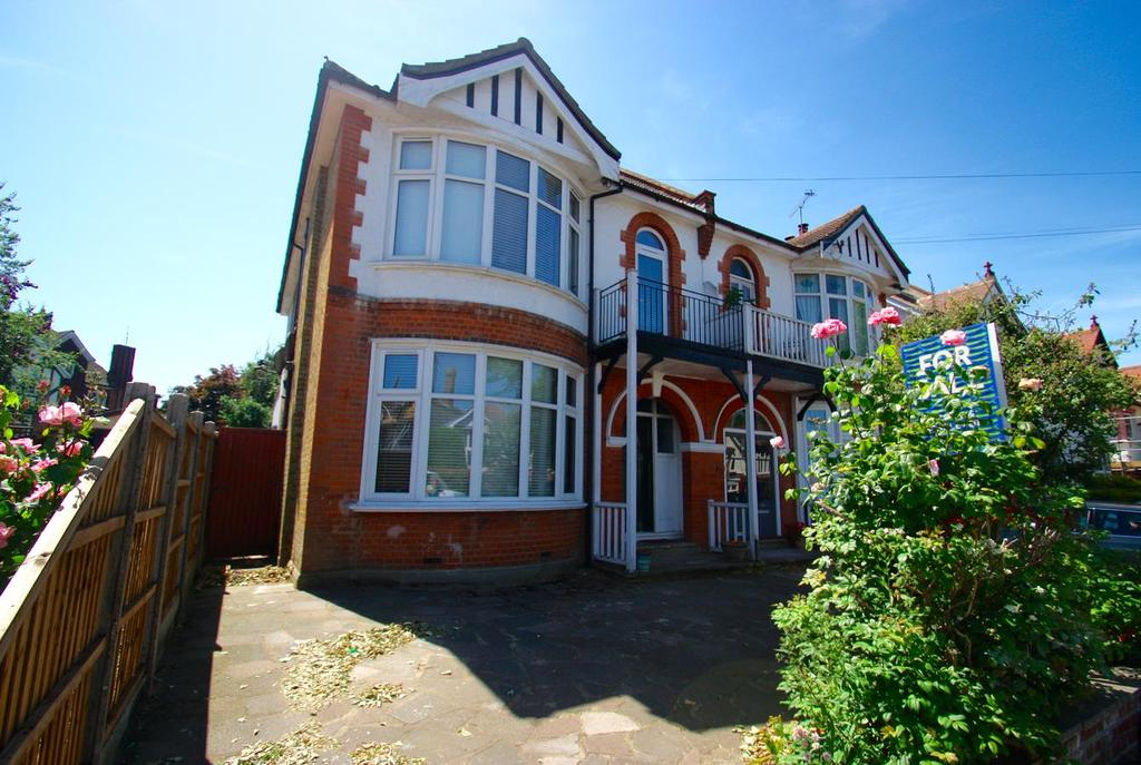 4 Bedrooms Semi Detached House for sale in Hadleigh Road, Leigh-On-Sea