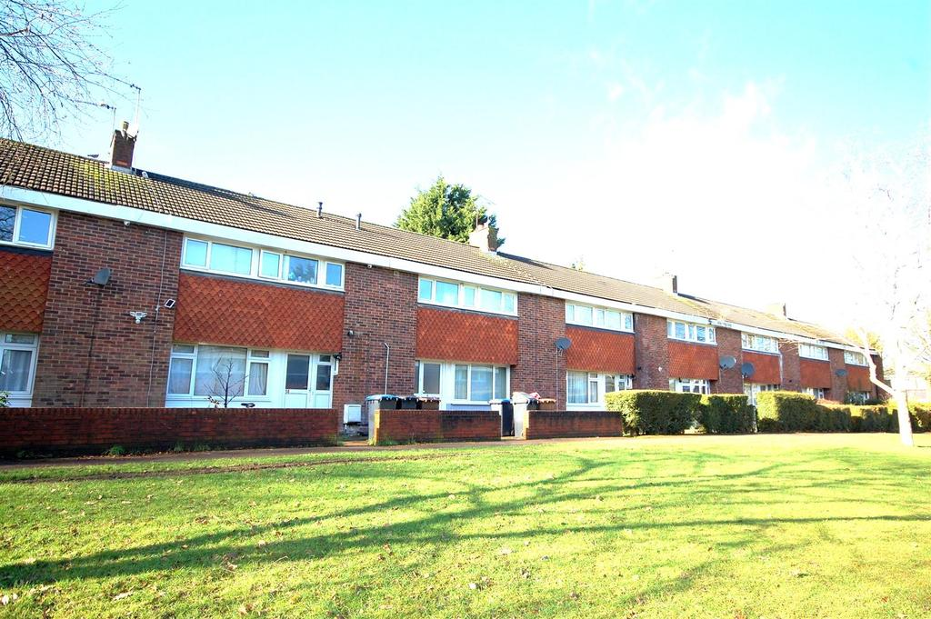 4 Bedrooms Terraced House for sale in Magpie Walk, Hatfield
