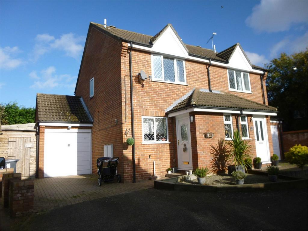 3 Bedrooms Semi Detached House for sale in Golding Thoroughfare, CHELMSFORD, Essex