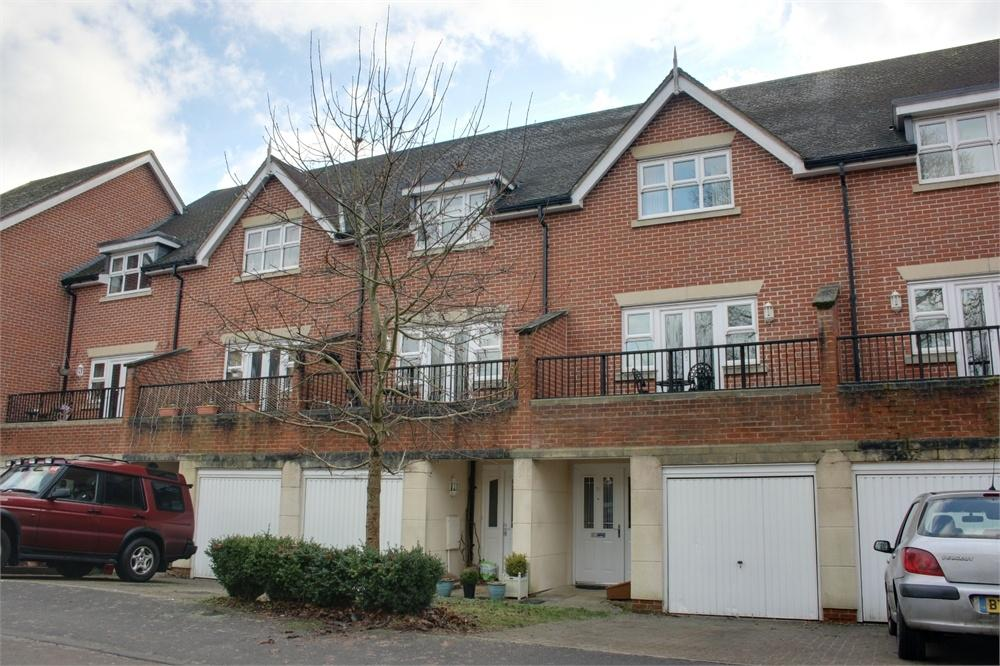 4 Bedrooms Town House for sale in Elder Crescent, Lindford, Bordon, Hampshire