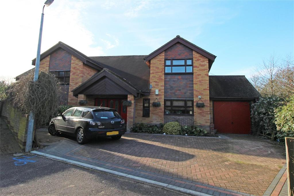 5 Bedrooms Detached House for sale in Ingleside Drive, Stevenage, Hertfordshire, SG1 4RY
