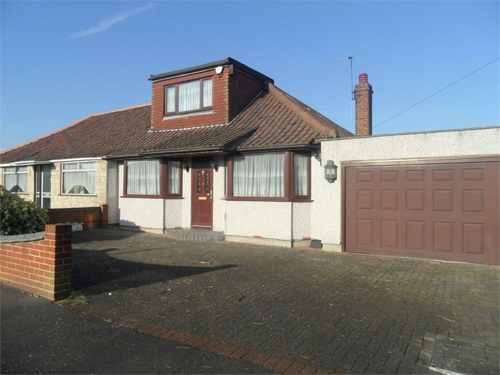 3 Bedrooms Semi Detached Bungalow for sale in The Quadrant, Bexleyheath, Kent