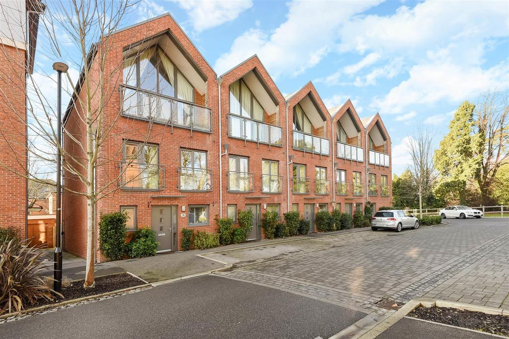 4 Bedrooms Terraced House for sale in Longley Road, Chichester
