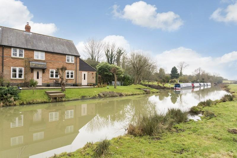 3 Bedrooms Cottage House for sale in Somerton, Bicester