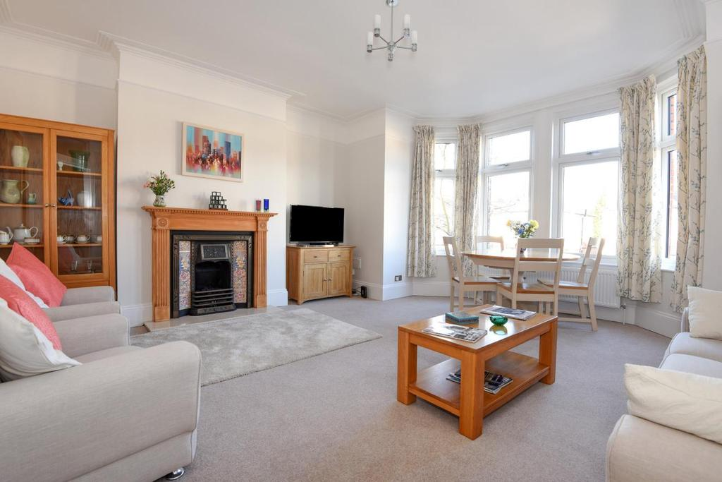 3 Bedrooms Flat for sale in The Mall, Southgate, N14