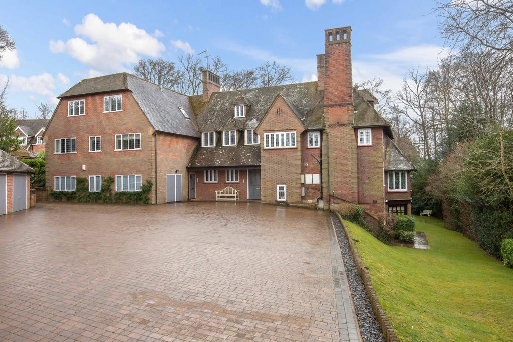 3 Bedrooms Apartment Flat for sale in Forty Green, Beaconsfield