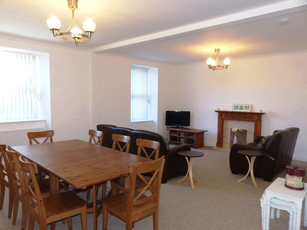 3 Bedrooms Apartment Flat for sale in Apartment 11 Marine Court, Barmouth, LL42