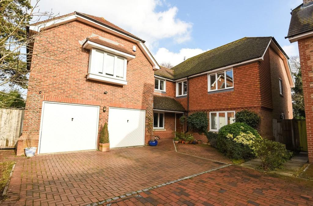 4 Bedrooms Detached House for sale in Willowmead Close, Runcton, PO20