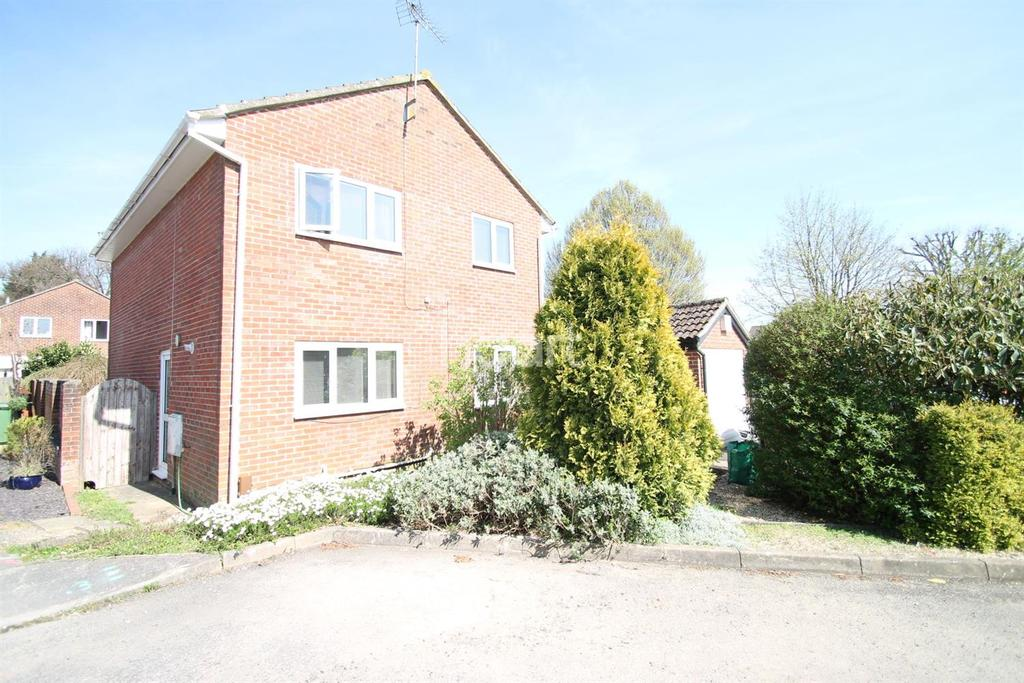 4 Bedrooms Detached House for sale in Larcombe Road, Petersfield, Hampshire