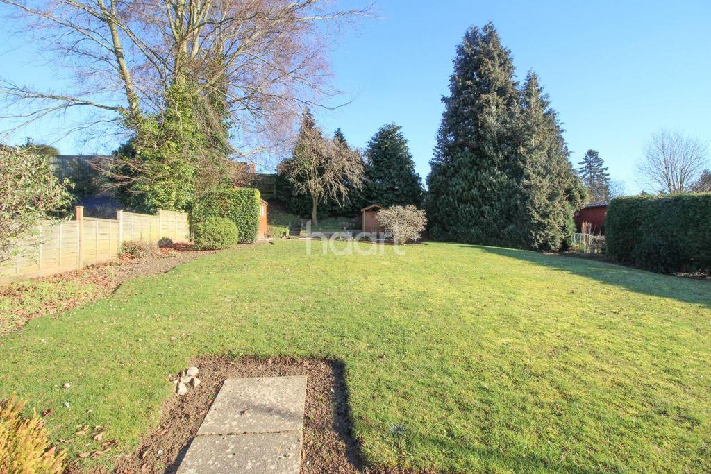 3 Bedrooms Bungalow for sale in Woods Close