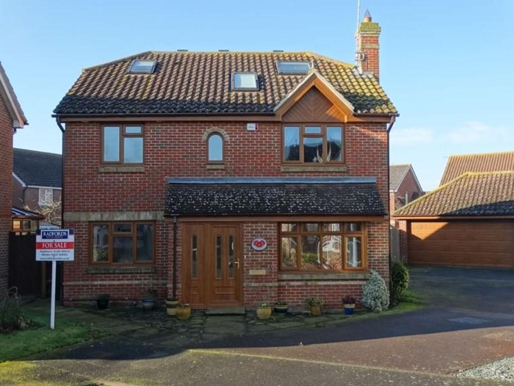 4 Bedrooms Detached House for sale in Marden, Kent