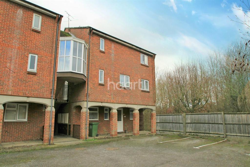 1 Bedroom Flat for sale in Brackley Crescent, Basildon