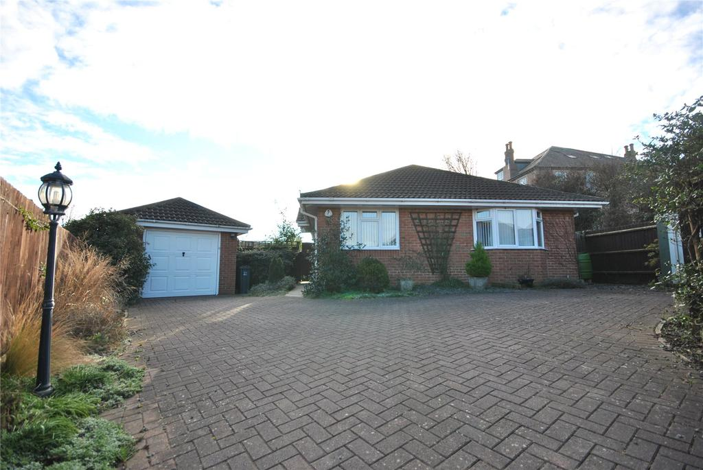 3 Bedrooms Bungalow for sale in Kington View, Templecombe, Somerset, BA8