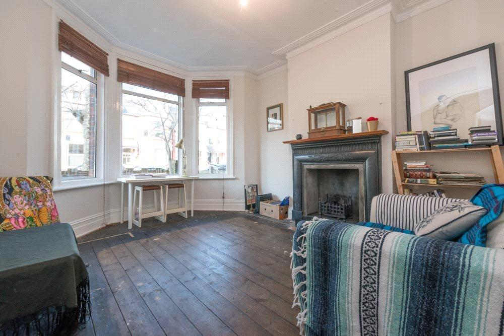 2 Bedrooms Flat for sale in Radcliffe Avenue, London, NW10