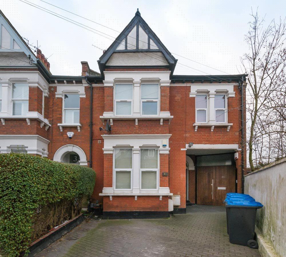 2 Bedrooms Flat for sale in Osborne Road, London, NW2