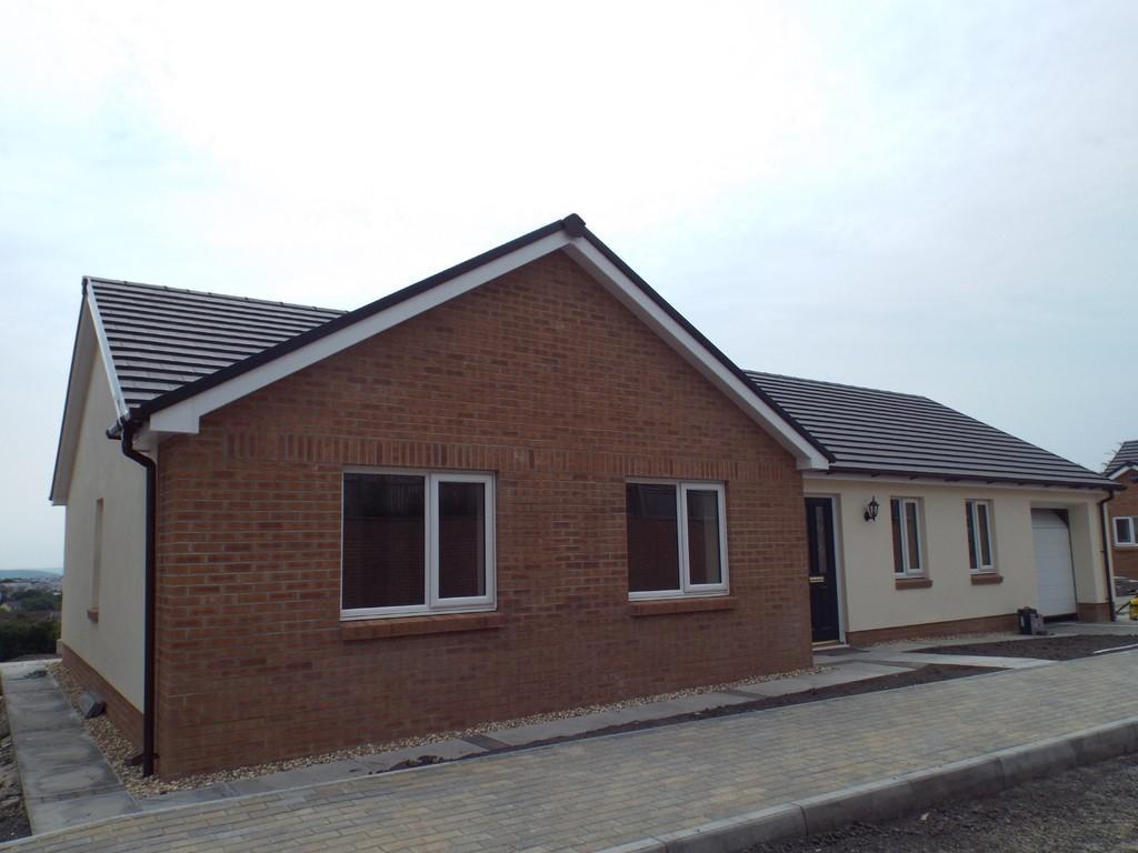 3 Bedrooms Detached Bungalow for sale in Ffordd Werdd, Gorslas, Gorslas, Llanelli