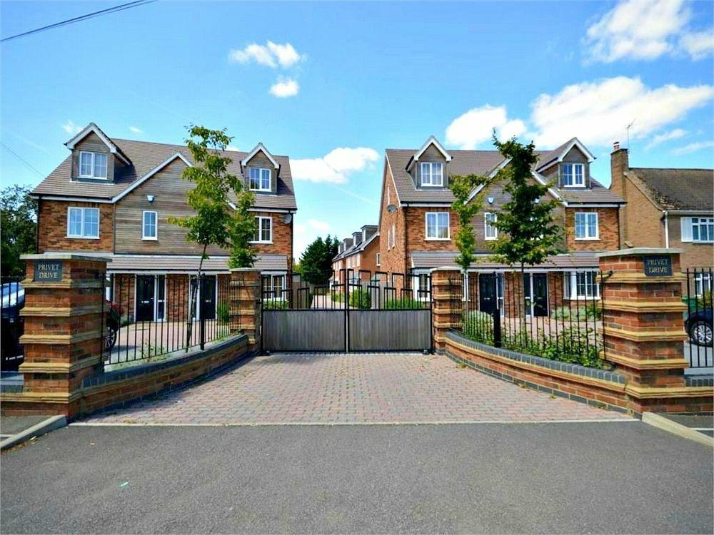 4 Bedrooms Semi Detached House for sale in Privet Drive, Leavesden, Watford