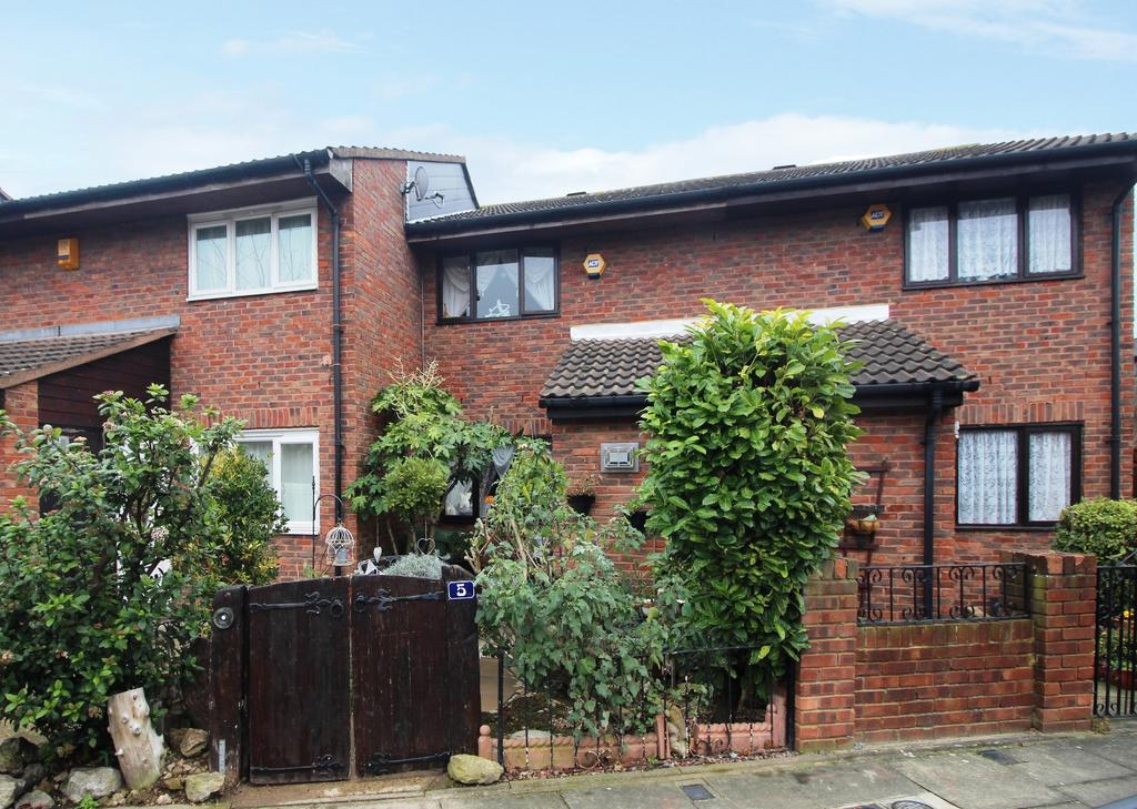 2 Bedrooms Terraced House for sale in Walsham Close Thamesmead SE28