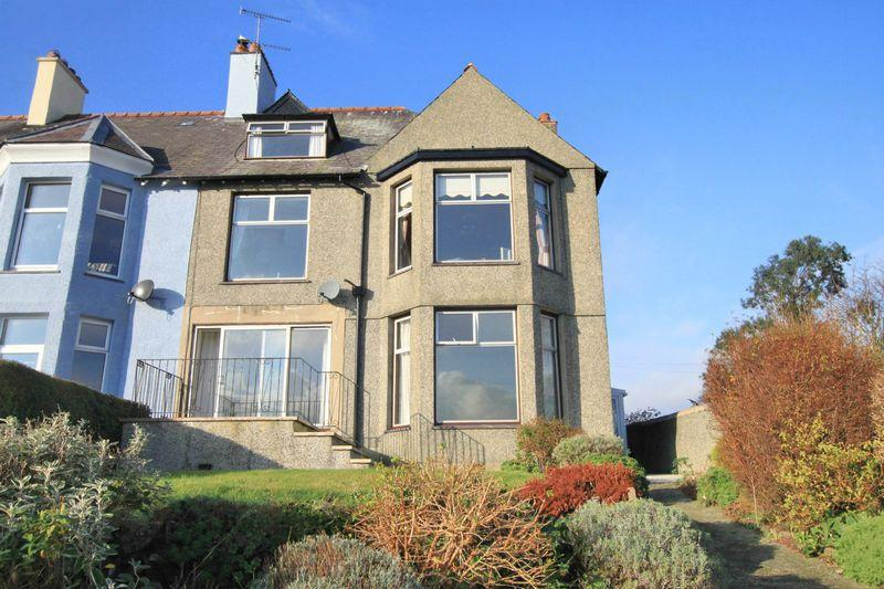 5 Bedrooms Terraced House for sale in St Georges Road, Menai Bridge