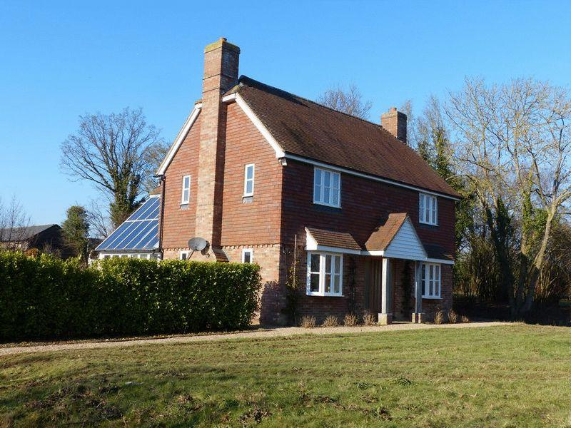 5 Bedrooms Detached House for sale in Goudhurst Road, Marden