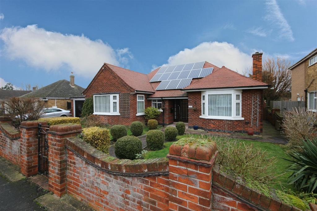 4 Bedrooms Detached Bungalow for sale in 76 Wellington Road, Mablethorpe