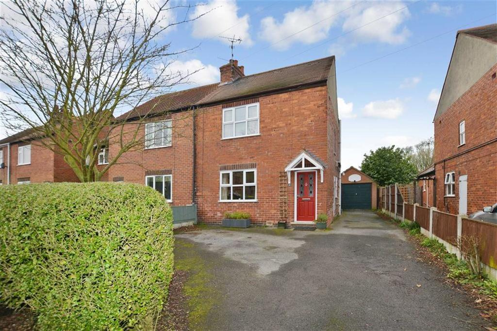 3 Bedrooms Semi Detached House for sale in Branston Avenue, Farnsfield, Nottinghamshire, NG22