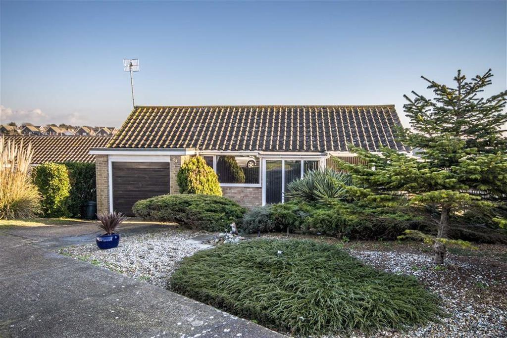 3 Bedrooms Detached Bungalow for sale in Hawth Park Road, Seaford