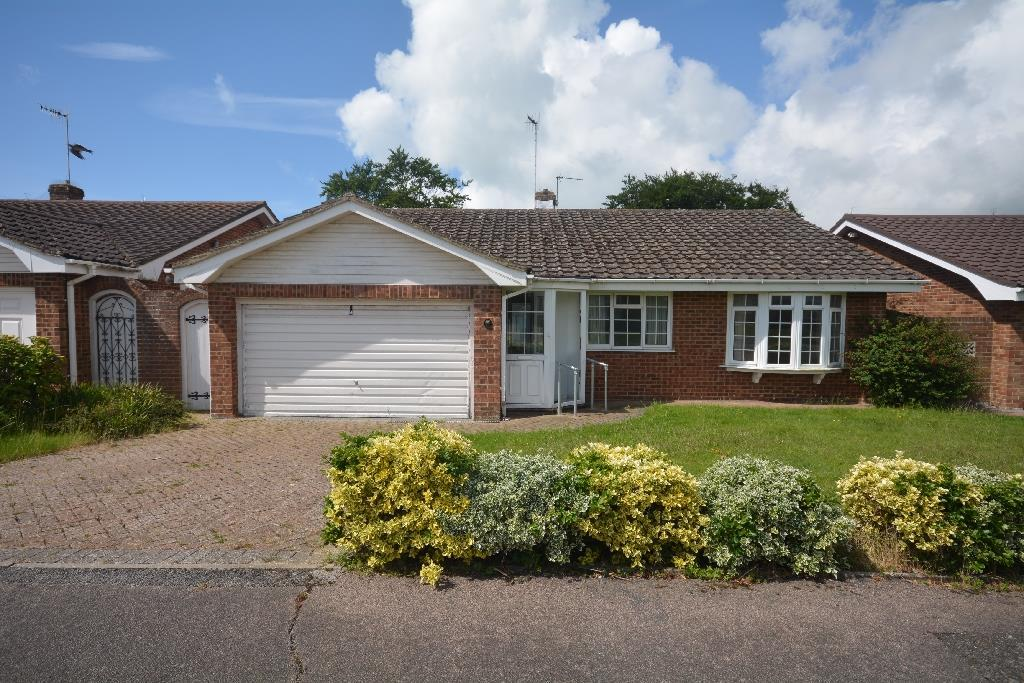 3 Bedrooms Bungalow for sale in Tilgate Drive, Bexhill-On-Sea