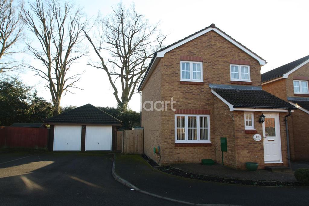 3 Bedrooms Detached House for sale in Mytchett