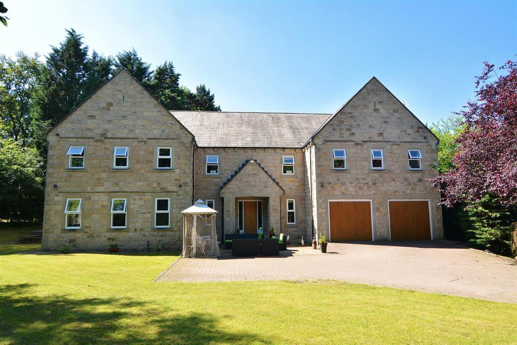 5 Bedrooms Detached House for sale in Esholt Avenue, Guiseley, Leeds