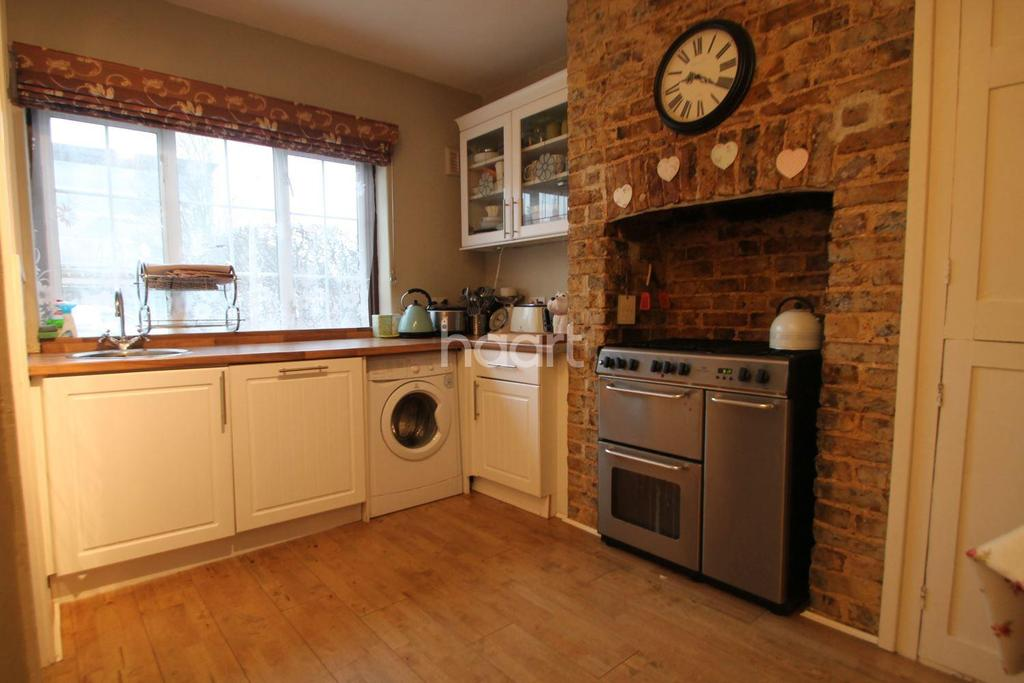 2 Bedrooms Cottage House for sale in Elm Road, Shoeburyness