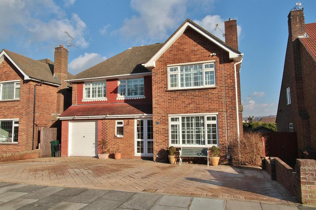 4 Bedrooms Detached House for sale in Brangwyn Drive