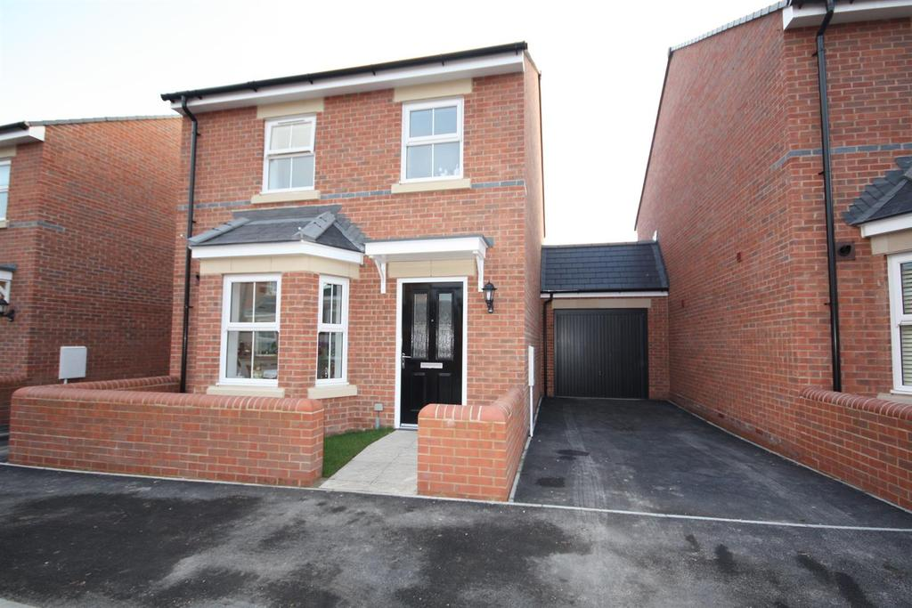 3 Bedrooms Detached House for sale in Hawkins Way, Eastleigh