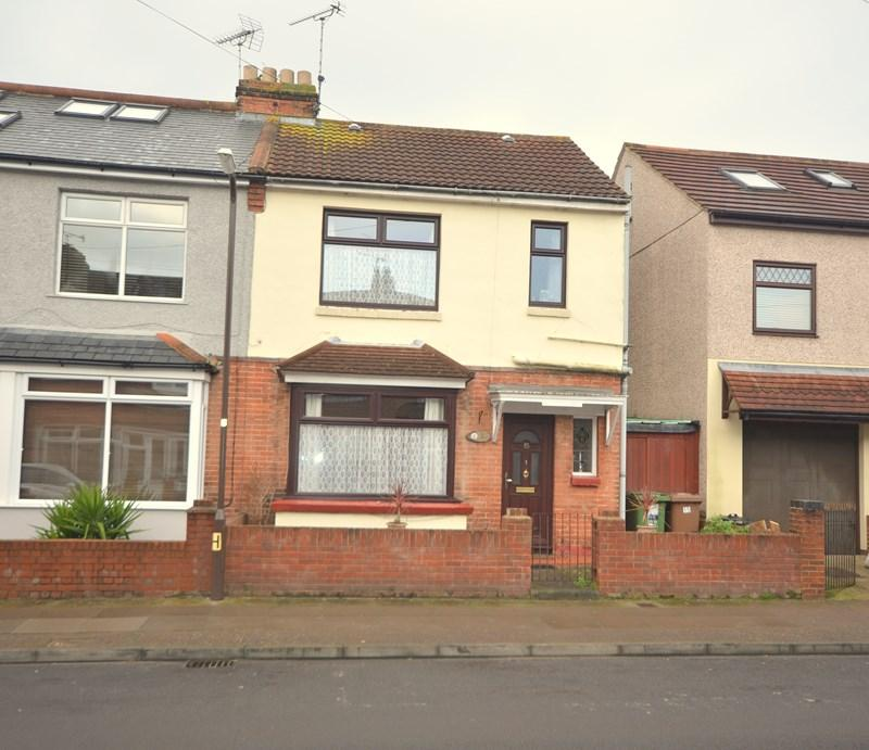 3 Bedrooms Semi Detached House for sale in Paignton Avenue, Baffins, Portsmouth