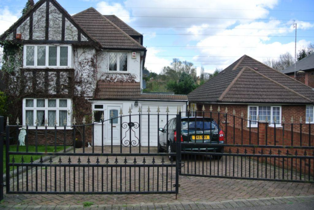 5 Bedrooms Detached House for sale in Brookdene Avenue, South Oxhey, Watford, WD19