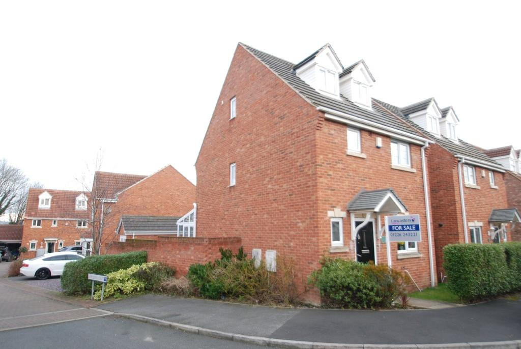 4 Bedrooms Detached House for sale in Hall Bank, Barnsley S75