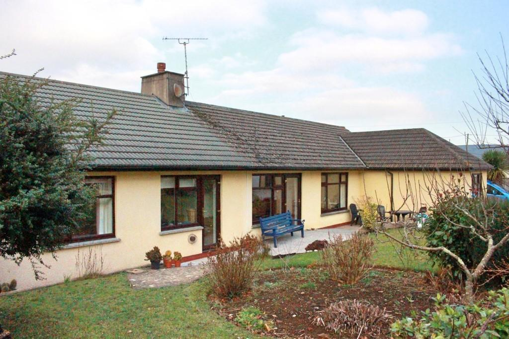 4 Bedrooms Detached Bungalow for sale in Buckfast, Devon