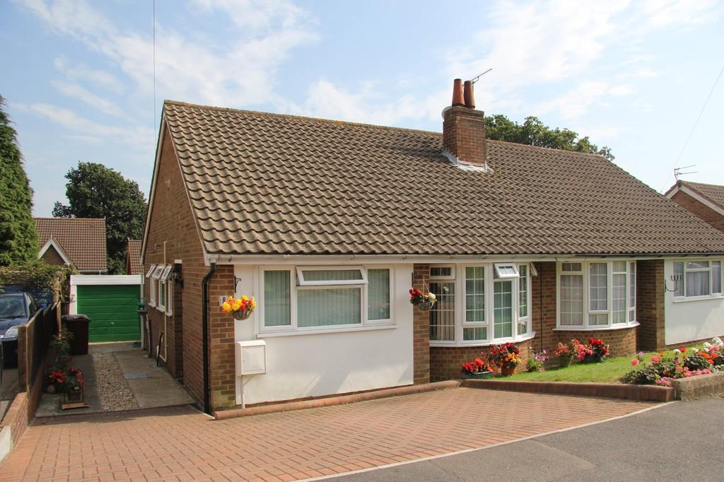 2 Bedrooms Semi Detached Bungalow for sale in Kennedy Close, Heathfield