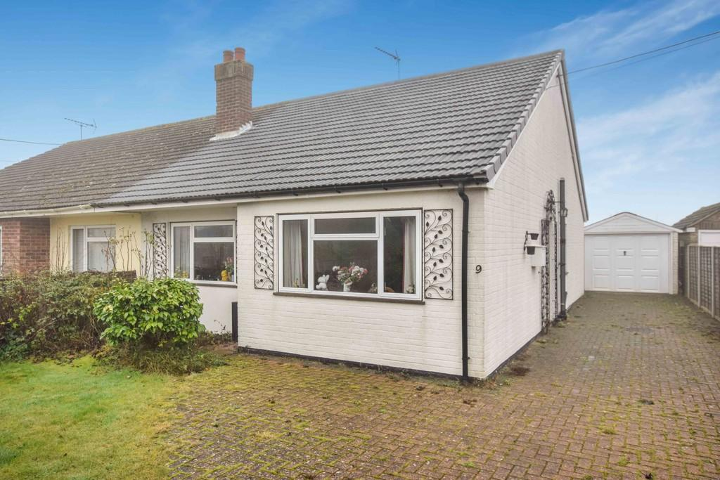 2 Bedrooms Semi Detached Bungalow for sale in Station Road, Alresford