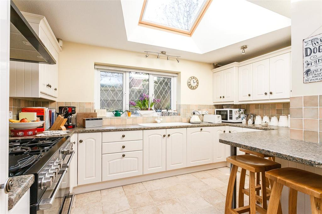 4 Bedrooms Detached House for sale in Hereford Close, Odiham, Hook, Hampshire